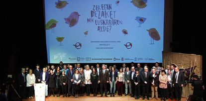 Agenets sociales e instituciones celebran en el Guggenheim el Día Internacional del Euskera.