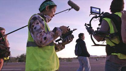 Chloé Zhao, en el rodaje de 'Nomadland'.