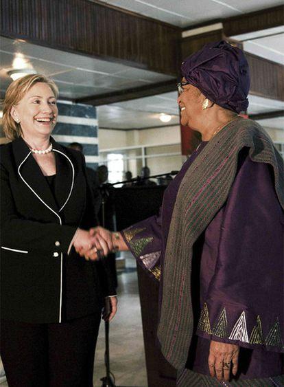 Hillary Clinton y la presidenta de Liberia, Ellen Johnson-Sirleaf.
