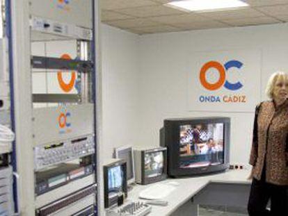 Teófila Martínez visita las instalaciones de Onda Cádiz en su inauguración en 2007.