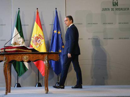 El consejero de Presidencia, Elías Bendodo, toma posesión de su cargo.