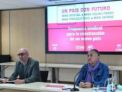 Los secretarios generales de CCOO, Unai Sordo (izquierda), y UGT, Pepe Álvarez, durante la rueda de prensa.