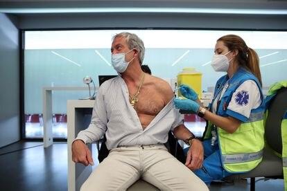 Vacunación con AstraZeneca en el estadio Wanda Metropolitano de Madrid.
