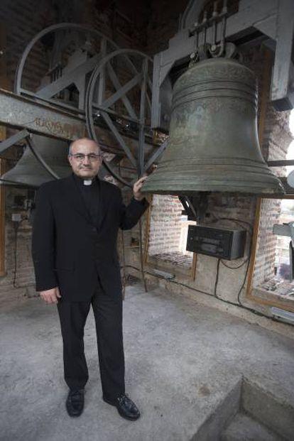 Ignacio Torres en el campanario de Nuestra Señora de de la Asunción.
