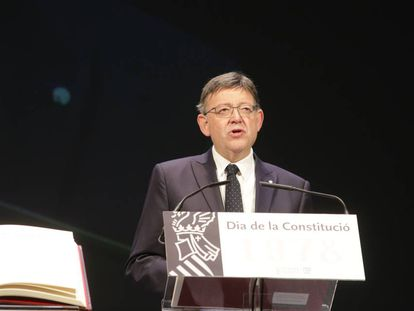 El presidente de la Generalitat, Ximo Puig, en el acto del Teatro Principal de Alicante por el Día de la Constitución.