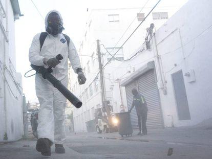 Fumigación en Miami Beach, Florida, para controlar la propagación de mosquitos.