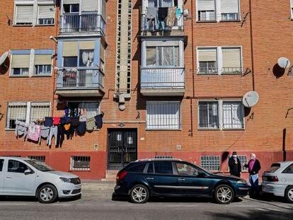 Neighbors talking in front of some flats near La Nave de Boetticher, in the Villaverde district (Madrid capital).