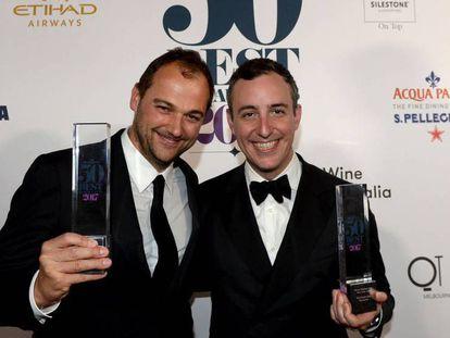 El chef Daniel Humm y, a la derecha, Will Guidara, copropietario del Eleven Madison Park, tras ser nombrado como mejor restaurante.
