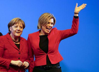 La líder democristiana Angela Merkel y la candidata en Renania-Palatinado, Julia Klöckner, en un acto electoral el pasado 9 de marzo.