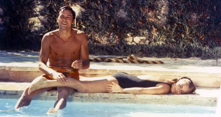 Alain Delon y Romy Schneider, en 'La piscina' (1969).