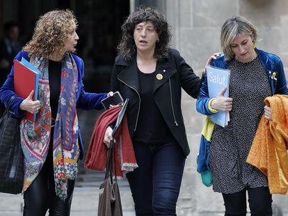 Las conselleras de Justicia, Ester Capella (i), de Agricultura y Pesca, Teresa Jordá (c) y de Sanidad, Alba Vergés (d).