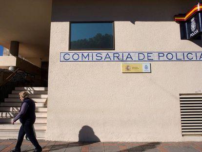 Fachada de la comisaría de Fuengirola, en una imagen de archivo.