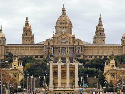 Perfil del MNAC desde la Plaza de Espanya.