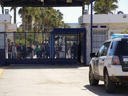 Entrada del Centro de Estancia Temporal de Inmigrantes (CETI) de Melilla, el pasado julio.