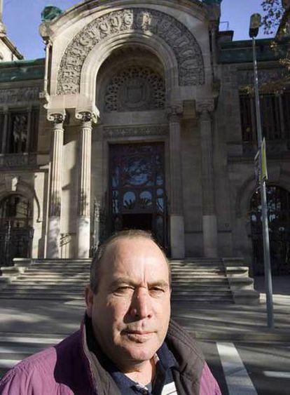 Ahmed Tommouhi, ante el Palacio de Justicia de Barcelona.