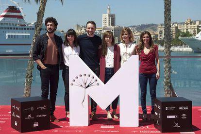 El elenco de 'Las distancias', el pasado día 17 de abril en Málaga.