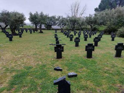 Las tumbas profanadas en el cementerio de Cuacos de Yuste, Cáceres.