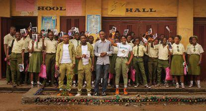 Talleres de padres e hijos de la ONG de salud mental MANI, en Lagos (Nigeria).