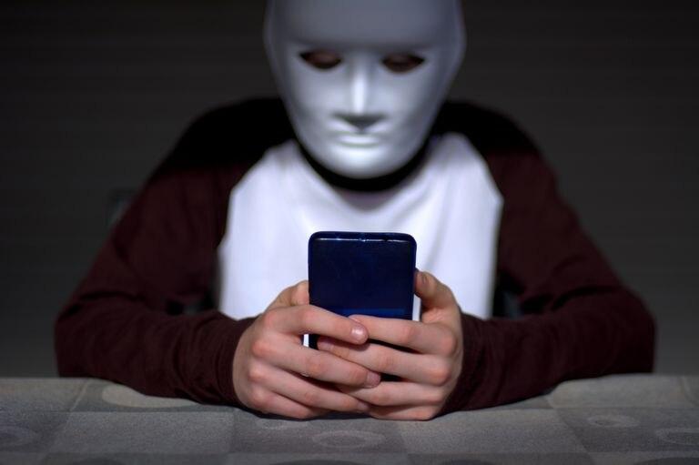 El anonimato que parece bridar la red es parte de lo que atrae a los adolescentes a estas actividades