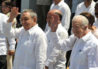 El presidente cubano, Raúl Castro, y el expresidente de EE UU, Jimmy Carter, justo antes del fin de la visita de Carter a la isla.