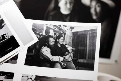 Una antigua fotografía de Sebastião Salgado y su esposa y compañera Lélia Wanick Salgado. ©Ed Alcock