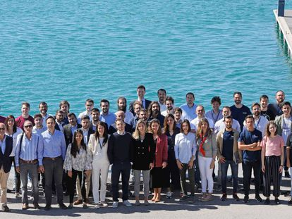 Algunos de los emprendedores de Lanzadera en la dársena del puerto de Valencia, donde la incubadora tiene su sede.
