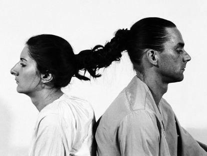 Marina Abramovic y su expareja, el artista alemán Ulay, protagonistas de Relation in Time, una performance estrenada en 1977.