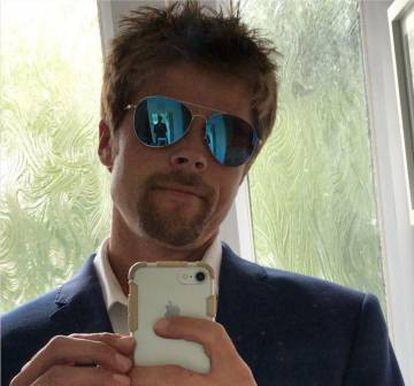 Meads en una de las fotos de su cuenta 'Brad Pitt look alike'.