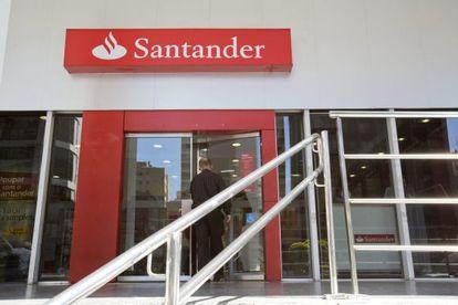 Vista exterior de una agencia del Banco Santander.