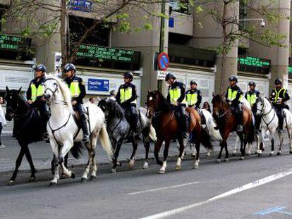 Los agentes españoles trabajan contra reloj para ultimar el plan para controlar a las dos aficiones argentinas