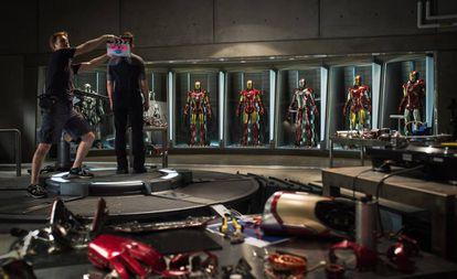 El actor Robert Downey Jr, de espaldas durante el rodaje de 'Iron man 3', en el año 2012.