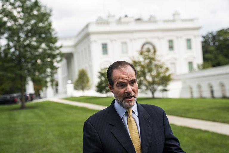Mauricio Claver-Carone en los jardines de la Casa Blanca, en Washington.
