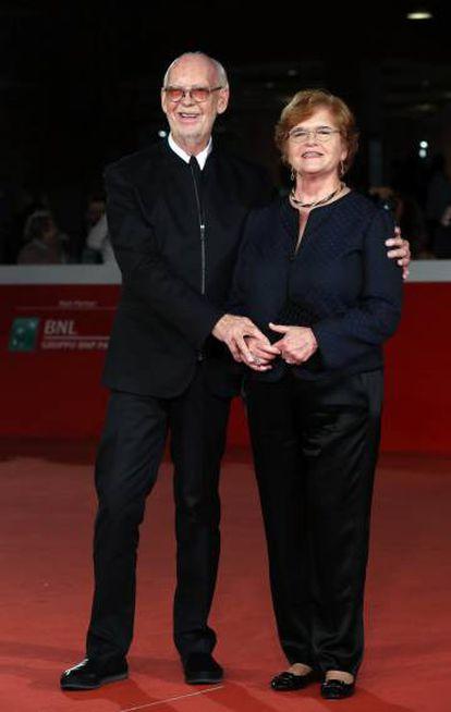 El director Mick Jackson con la historiadora Deborah Lipstadt en la presentación de 'Negación' en el festival de Roma el pasado octubre.