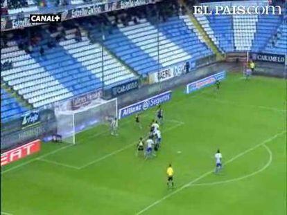 "El Deportivo golea al Espanyol con tres goles de estrategia. <strong><a href=""http://www.elpais.com/buscar/liga-bbva/videos"">Vídeos de la Liga BBVA</a></strong>"