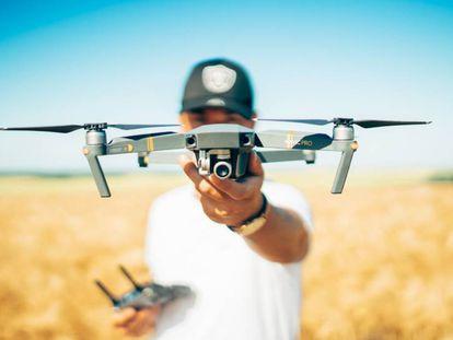 Buscamos y elegimos el mejor dron barato para presupuestos ajustados de entre estos cuatro modelos disponibles en Amazon.