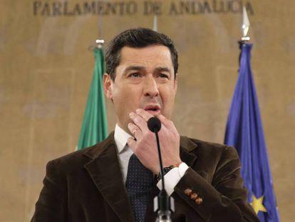 Juan Manuel Moreno Bonilla en el Parlamento andaluz. PACO PUENTES / VÍDEO: Declaraciones de la vicesecretaria de Comunicación del PP, Marta González