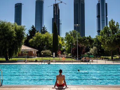 Piscina del centro Vicente del Bosque, la más demandada hasta ahora por los madrileños en el verano de la pandemia