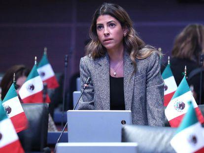 La senadora mexicana del PRI Sylvana Beltrones en una sesión de trabajo.