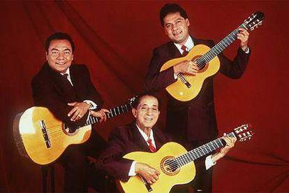 Una formación de Los Panchos (de izquierda a derecha), con Rafael Basurto, Chucho Navarro y Gabriel Vargas.