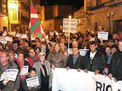 Vecinos de los municipios de La Rioja Alavesa se manifiestan el 16 de noviembre frente al Ayuntamiento de Oyón (Álava).