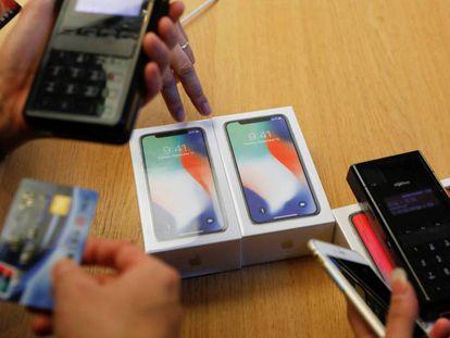 Los primeros iPhone X ya se han vendido en China. Vídeo: así es este nuevo modelo de iPhone.