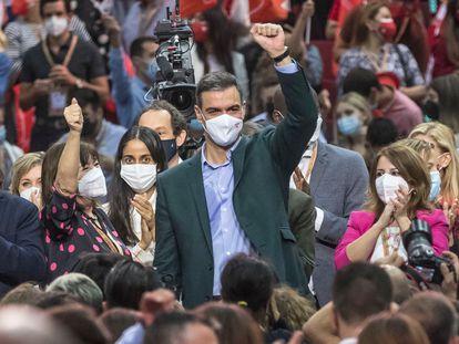 El presidente del Gobierno, Pedro Sánchez, en la clausura del 40º congreso federal del partido, en la Feria de Valencia, este domingo.