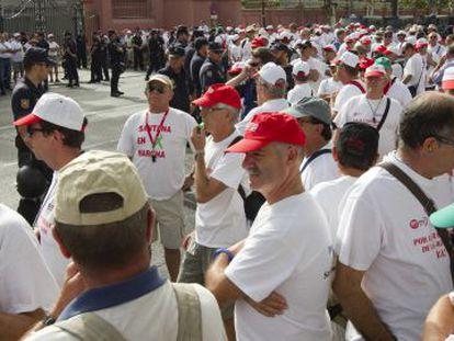 Prejubilados de Santana, durante la protesta del pasado día 2 en Sevilla.