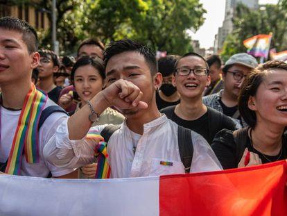 Celebraciones en Taiwan tras aprobarse la ley que legaliza el matrimonio entre personas del mismo sexo.