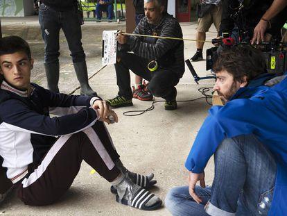 Biel Montoro y Daniel Sánchez Arévalo en el rodaje de 'Diecisiete'.