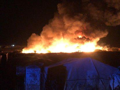 Incendio en un asentamiento chabolista de Lepe.