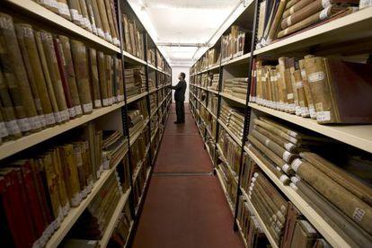 Un total de 19 kilómetros lineales de archivo, en estanterías, perforan los sótanos del nuevo centro cultural Conde Duque