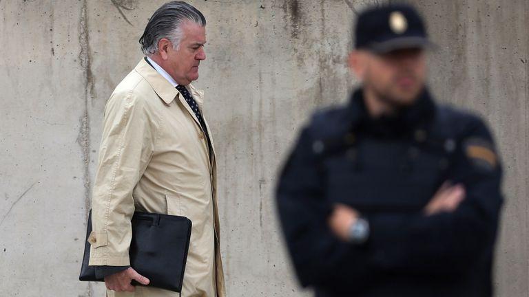El extesorero del PP Luis Barcenas, a su llegada a la Audiencia Nacional en San Fernando de Henares (Madrid), donde se celebra una nueva sesión del macrojuicio por la trama de corrupción Gürtel.