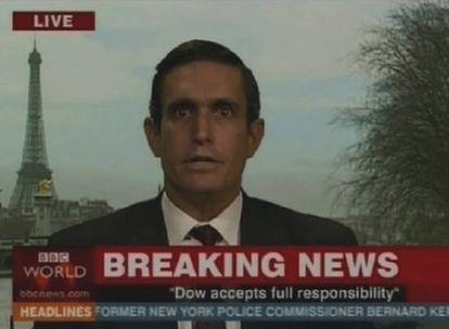 Andy Bichlbaum en la BBC como un ejecutivo de la química Dow.