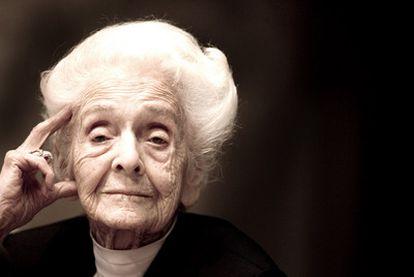 Rita Levi-Montalcini (Turín, 1909) explica con claridad las ventajas de la imperfección, a la que rinde tributo a través de su autobiografía.